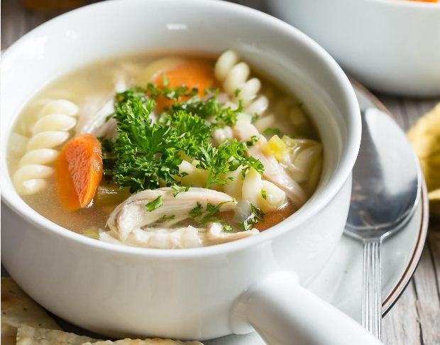Mee Sup Ayam Yang Dimasak Secara Perlahan