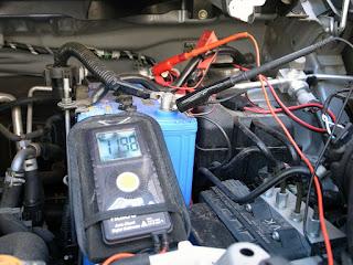 kaise KT-25 テスターと 940ワニグチクリップで電圧測定
