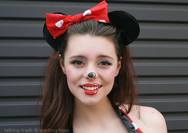 minnie mouse cartoon make up how to now thats peachy. Black Bedroom Furniture Sets. Home Design Ideas