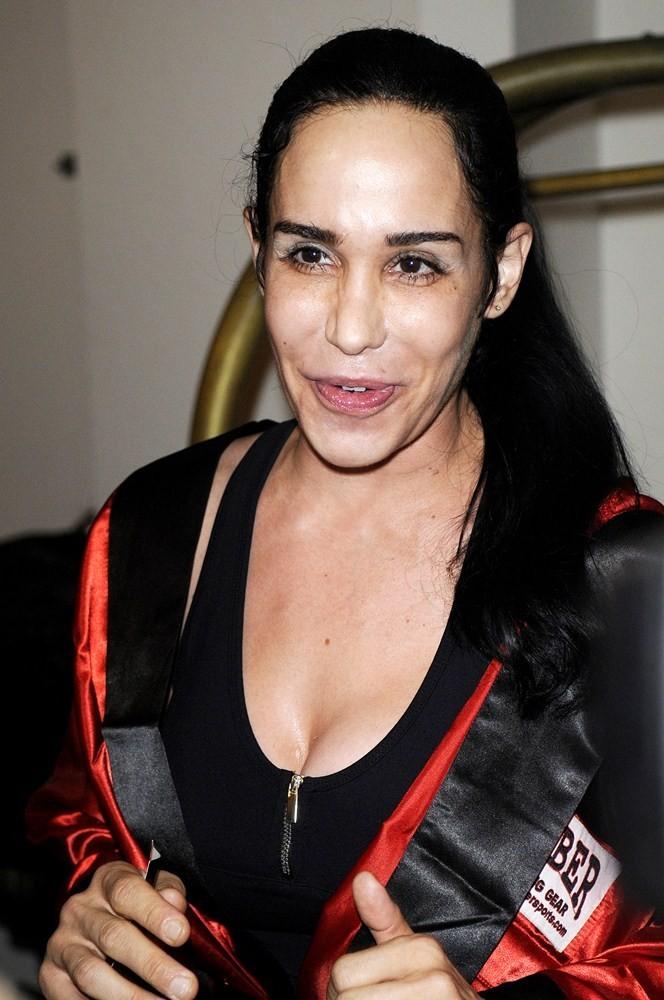Nadya Suleman - octomom - big tits - big lips. Photo #6.