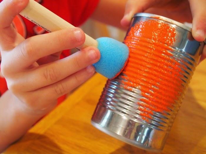 Painting Tin Can Pumpkins #halloween #fallcraft #kidscraft #recyclingcraft
