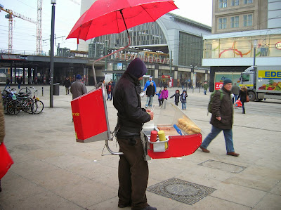 Vendedor de salchichas Alemania, Berlín, Alemania, round the world, La vuelta al mundo de Asun y Ricardo, mundoporlibre.com