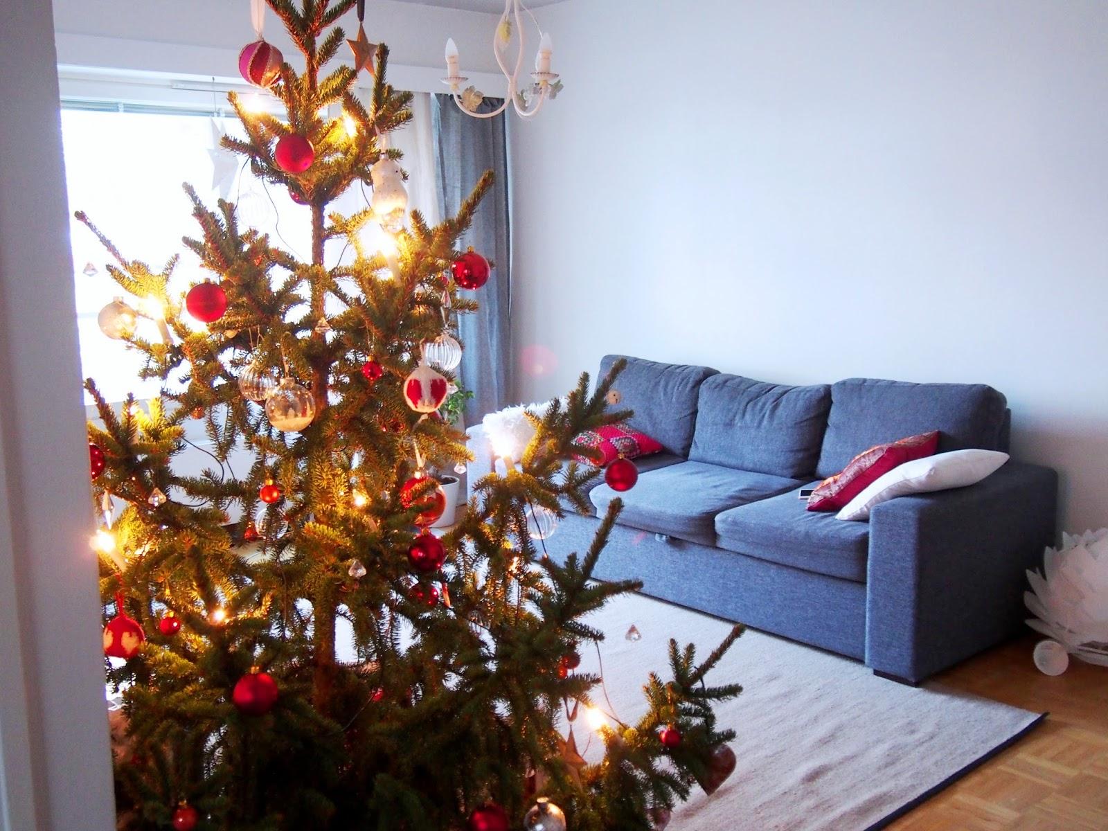 white christmas joulu kuusi tree ornament valo lihgts owl animals eläin pöllö pallo lasi tähti star