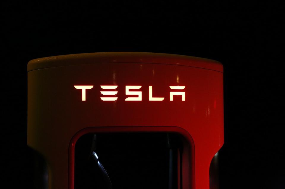 Tesla to build giant battery in Australia amid energy crisis