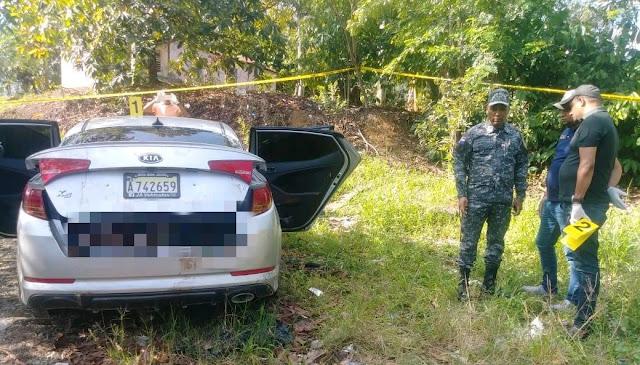 Fueron encontradas tres personas muertas en el interior de un vehículo próximo a la autopista Duarte tramo La Vega.