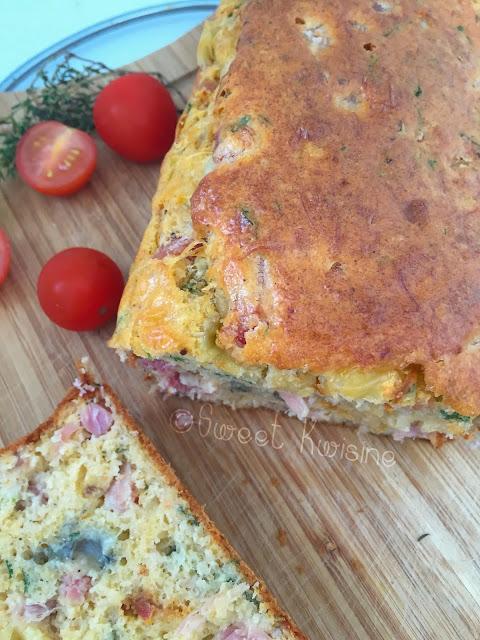 sweet kwisine, jambon, fromage, cake salé, morbier, brunch, apéritif, thym, persil, oignon