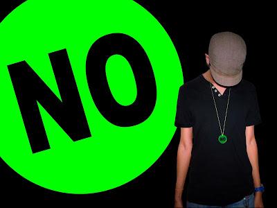 Fotografia y tipografia No por el artista modelo y escritor Sir Helder Amos, NO en colores verde y negro