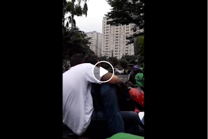 Viral Video Perempuan Berani Tegur 2 Pria yang Bermesraan di Tengah Jalan