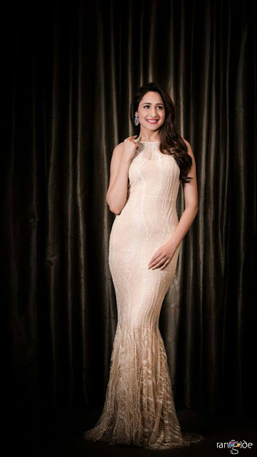 Actress Pragya Jaiswal New Photos