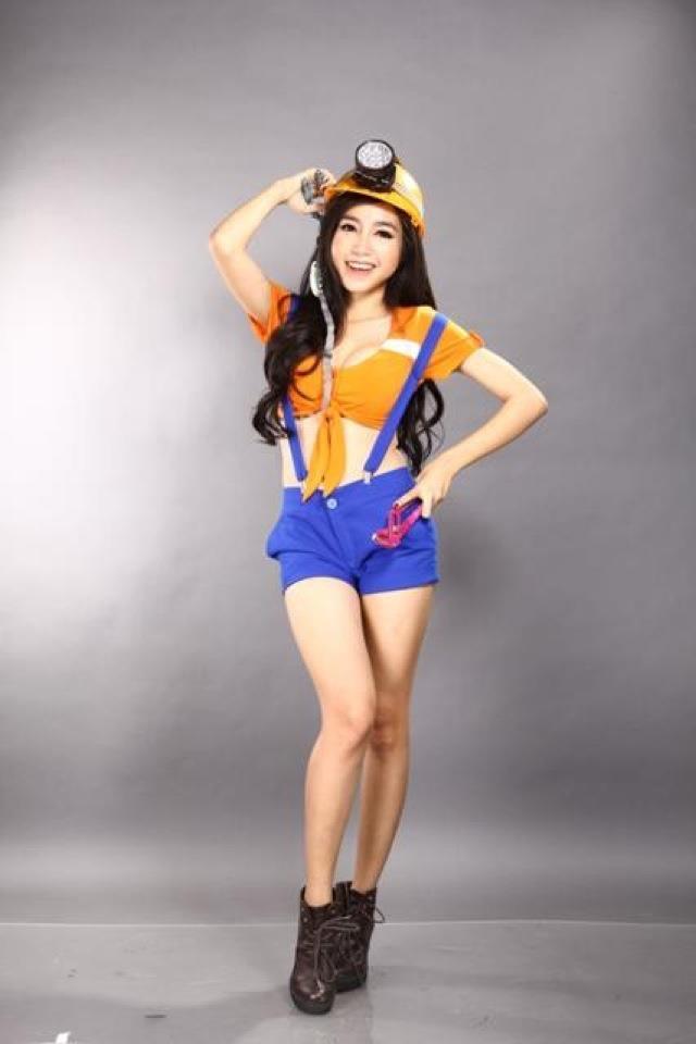 Sexy asian nerd girl elly tran ha computer geek