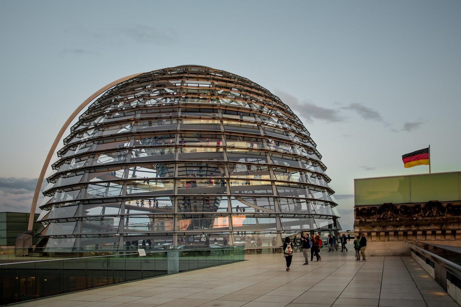 La cúpula desde la terraza del Reichstag :: Canon EOS5D MkIII | ISO800 | Canon17-40 @27mm | f/4.5 | 1/80s