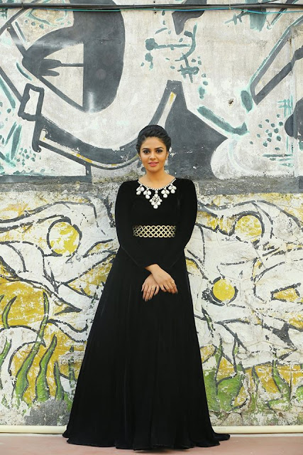 Anchor Sreemukhi black dress New Photos