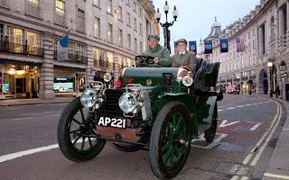 Beginilah-Penampakan-400-Mobil-Klasik-di-Jalanan-London