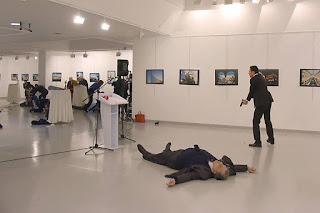 اخر لحظات لسفير الروسي في تركيا في العاصمه أنقرة اغتيال السفير أندريه كارلوف.