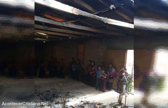 Queman iglesia evangélica en Chiapas