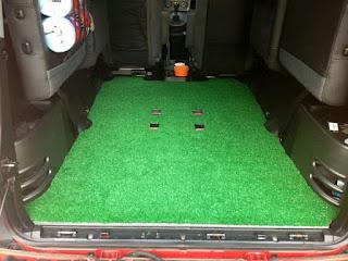 Karpet Mobil menggunakan rumput sintetis