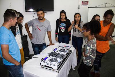 JOVENS DO CRAS DE IGUAPE PARTICIPAM DE OFICINA DE DJ