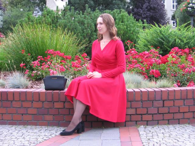 Wyzwanie sukienka na co dzień – mała czerwona na różne okazje