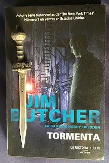 Portada del libro Tormenta, de Jim Butcher