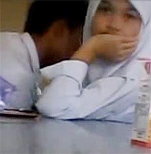 Malay budak sekolah main dlm jamban pancut dalam - 5 3