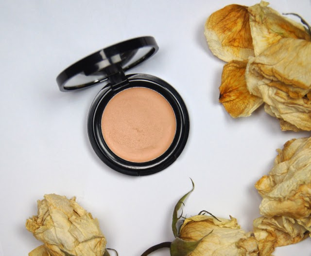 seventeen phwoarr paint heavy-duty under-eye concealer review disappointing