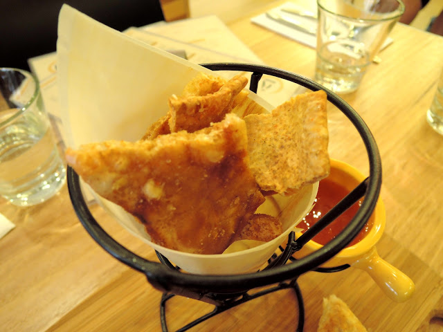 12's cafe;  tapas;  canapes;  camberwell, pork crackling