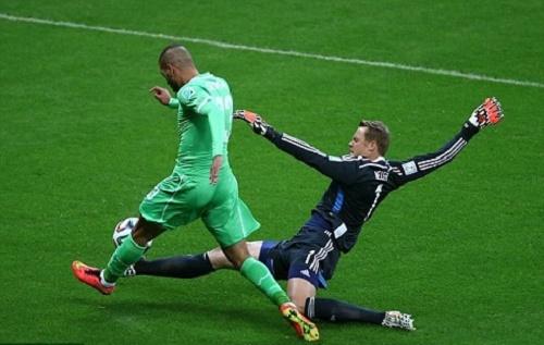 Ter Stegen mang phong cách thi đấu rất giống đàn anh Neuer