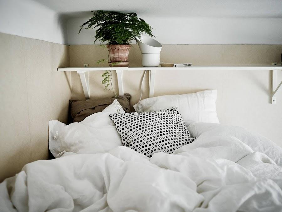 Una cama de altura en esta vivienda pequeña