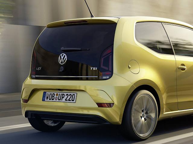 Volkswagen up! 2017 - traseira com lanternas de LED