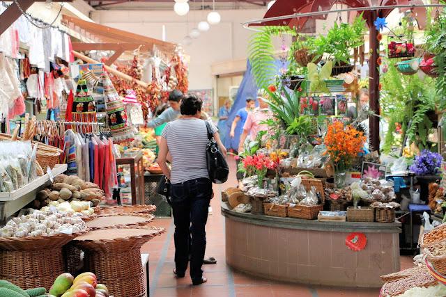 Mercado dos Lavradores, Funchal, Madeira, Souvenirs (C) JUREBU