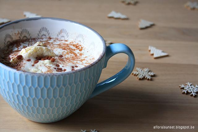 koffie met vanille-ijs - a floral sunset