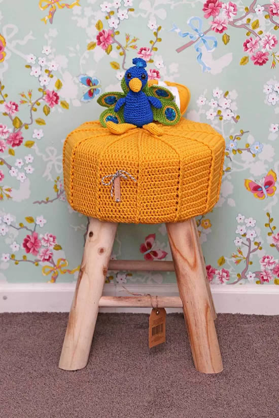 Crochet stool Jip by Jan (photo Jip by Jan) | Happy in Red
