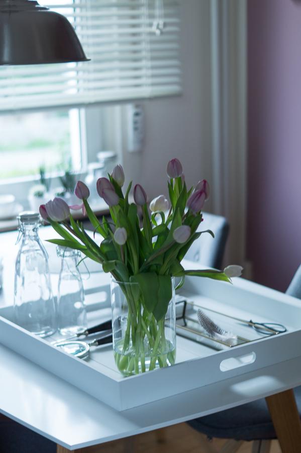 Blog + Fotografie by it's me!   fim.works   Tulpen in Weiß und fliederfarben