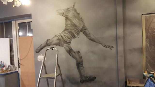 Lewandowski, mural UV, malowanie Lewndowskiego w akcji,