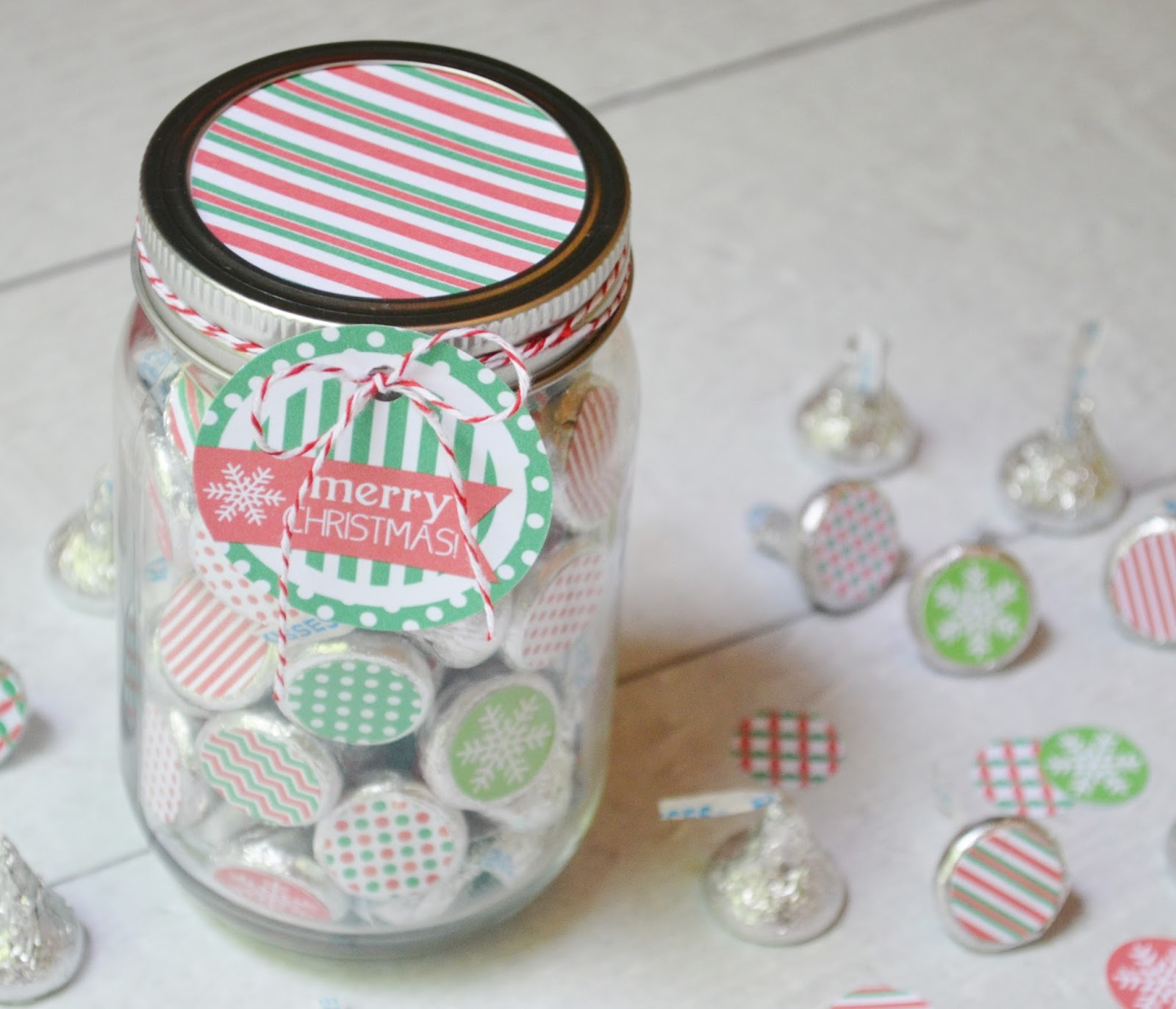 My Computer is My Canvas: {NEW} Christmas Kiss Stickers in a Mason Jar!