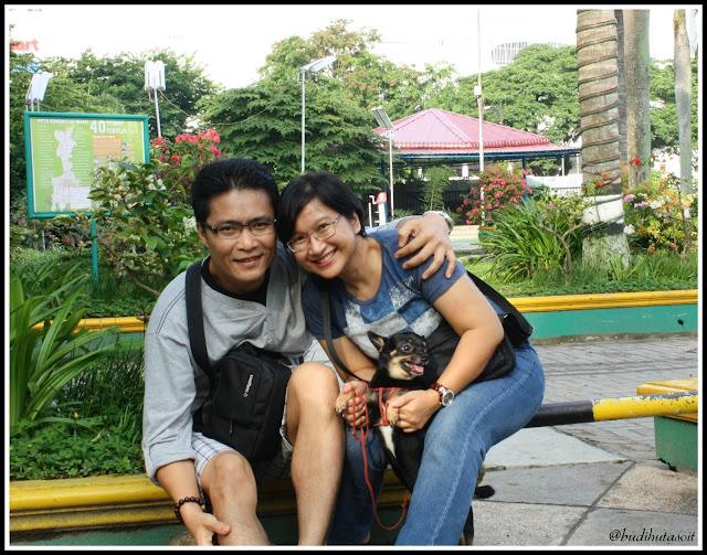 Jenthro Bersama Mommy Dan Daddynya Di Lapangan Merdeka Medan