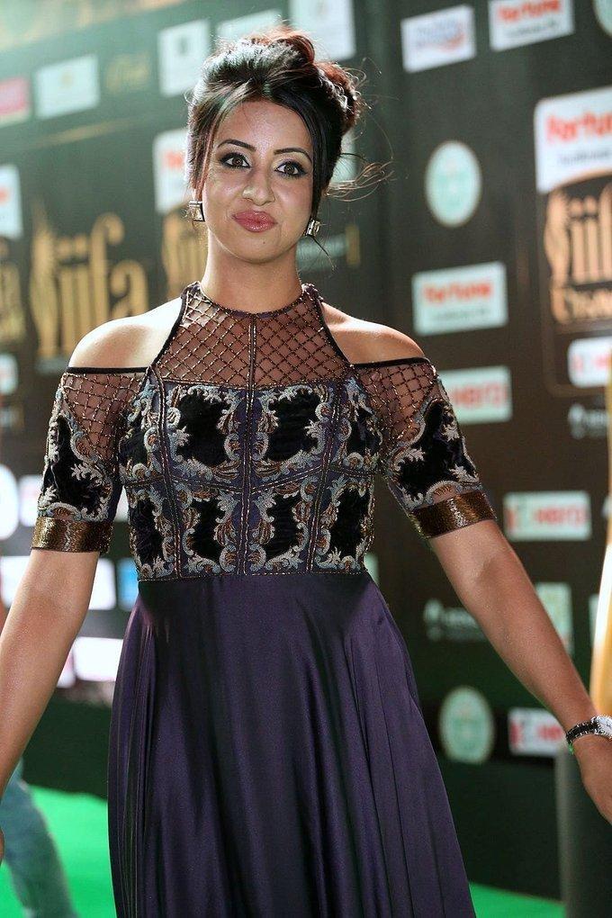 Tollywood Actress Sanjjanaa Galrani At IIFA Awards 2017 In Violet Dress
