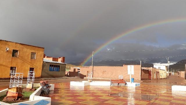 Aber der Regenbogen strahlt über unserem Andendorf