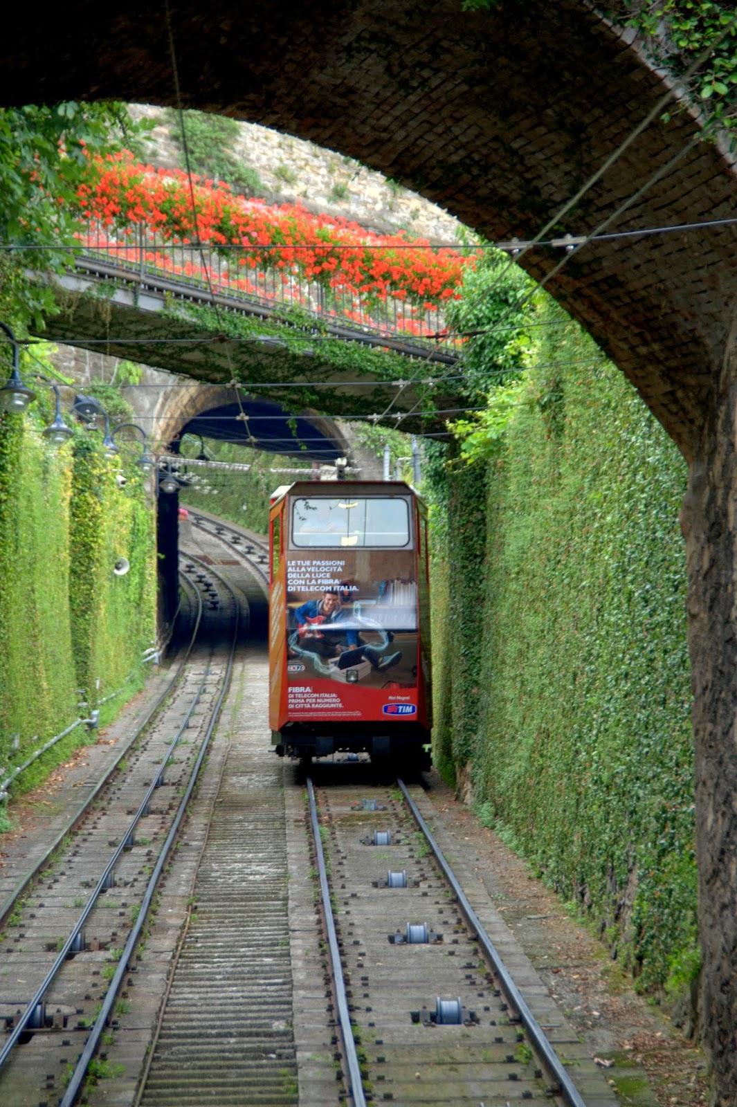 Bergamo kolejka linowa na stare miasto
