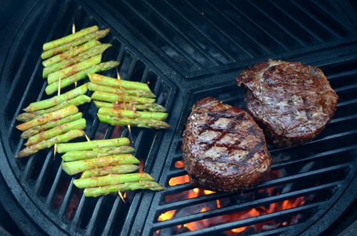 Grilled Manhattan Beef Filet with Cajun Sauce, Big Green Egg steak recipe, kamado grill steak recipe, craycort grill grate, big green egg grate