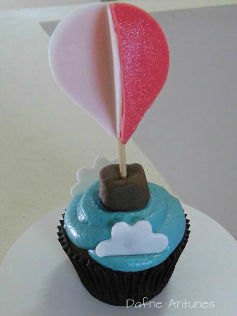 Cupcake de balão com pó perolado Wilton