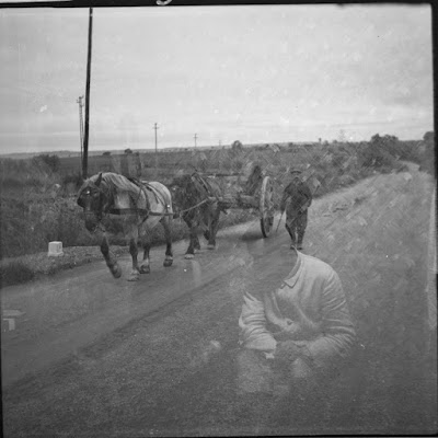 Zwei Pfere als Zugtiere vor einem Wagen - Gars am Inn - 1930-1950