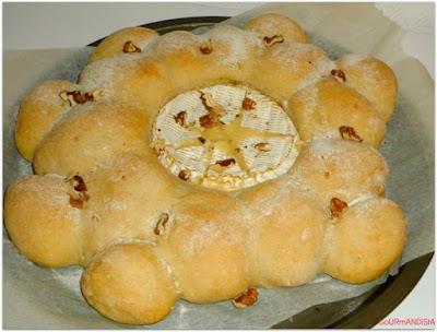 imageCamembert au four et pain à l'ail fait-maison