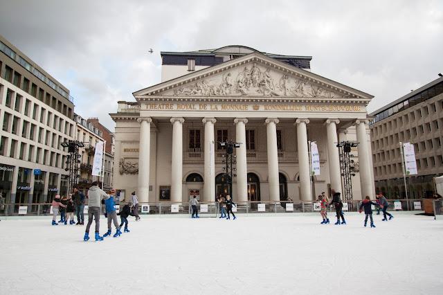Pista di pattinaggio su ghiaccio a place de Broukère-Bruxelles