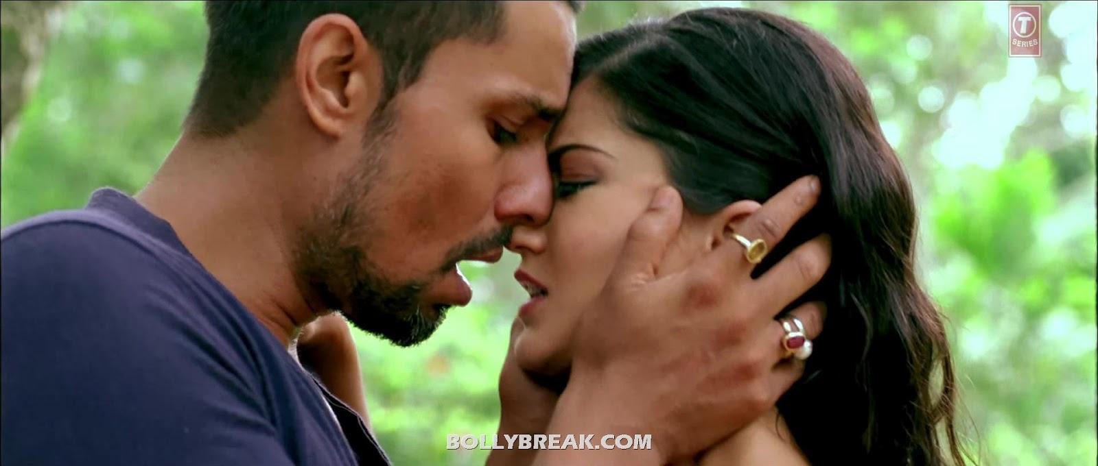 Sunny Leone Kissing Stills Jism 2
