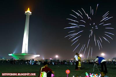 http://satupedang.blogspot.com/2015/08/sejarah-pembangunan-monas-monumen.html