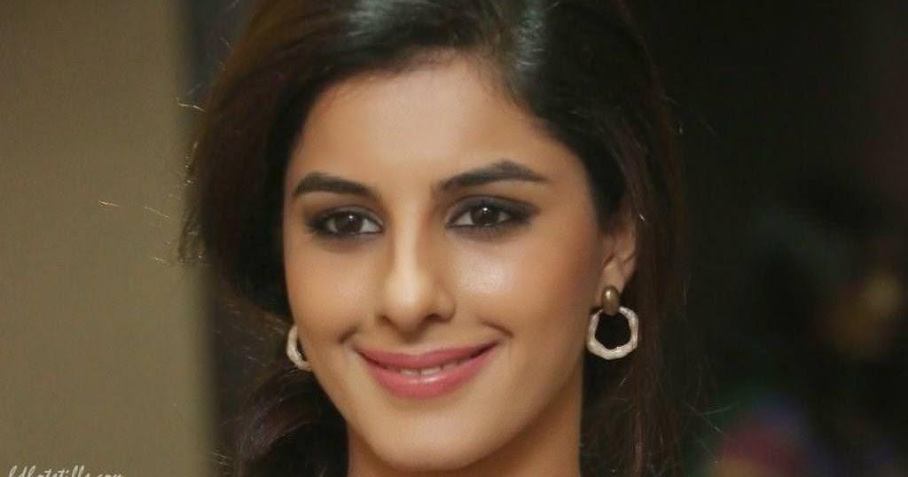 Isha Talwar Latest Photos: Isha Talwar Hot Photos And Pics