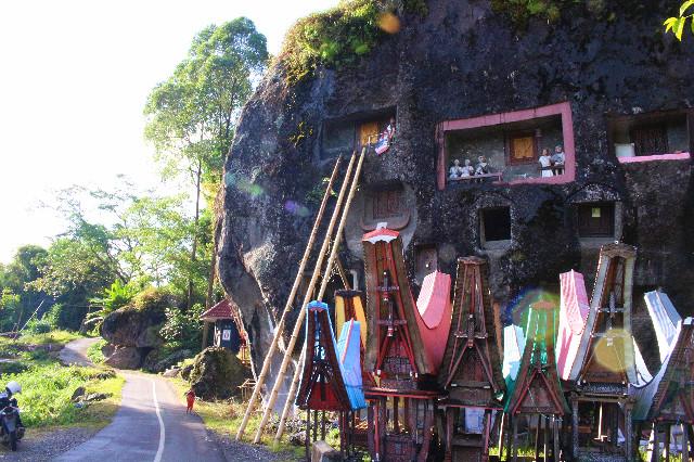 kuburan batu lokomota batutumonga