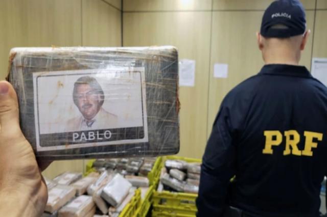 Traficaban drogas en paquetes con la foto de Pablo Escobar - Traficantes idiotas!