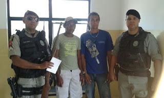 Em Picuí guarnição policial prende dois e apreende uma arma de fogo